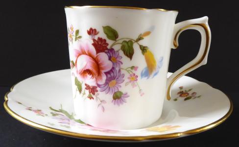 Kávový šálek s květinami - Derby, Anglie (1).JPG