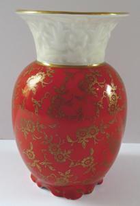 Červená vázička se zlacenými květinami - Oskar Schaller & Co. , Schwarzenbach (1).JPG