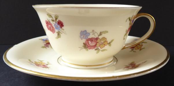 Moka šálek s květinami - Rosenthal, Elfenbein (1).JPG