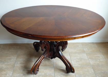 Stůl s oválnou deskou, středovou zdobnou nohou  (1).JPG