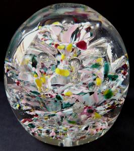 Těžítko s pestrým velkým květem a vzduchovými bublinami (1).JPG