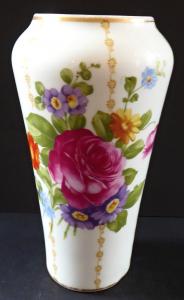 Vázička s růží a květinami - Rosenthal, Luise (1).JPG