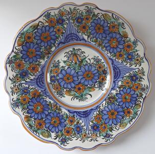 Malovaný fajánsový talíř, modré květy - Úředníček, Tupesy (1).JPG