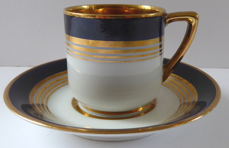 Moka šálek s kobaltovým pásem a zlacenými linkami - Slavkov (1).JPG