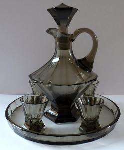 Karafa, čtyři skleničky, podnos - kouřové sklo, art deko (1).JPG