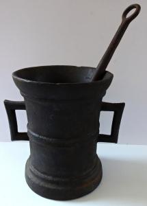 Velký starožitný železný hmoždíř (1).JPG
