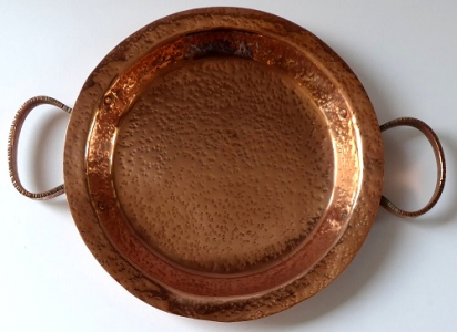 Měděná miska, talíř, s úchyty - tepaný (1).JPG