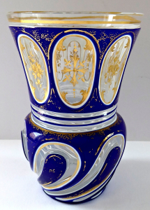 Biedermeierová sklenice s modrým, mléčným a čirým sklem (1).JPG