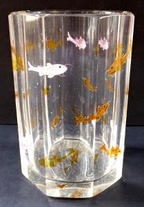 Sklenice s malovanými žlutými a růžovými rybičkami (1).JPG