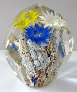 Menší těžítko - modrý, žlutý a bílý kvítek (1).JPG