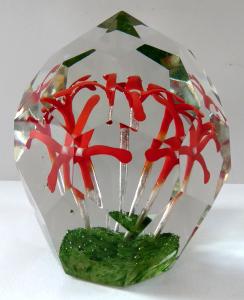Těžítko s pěti červenými kvítky a vzduchovými bublinami (1).JPG
