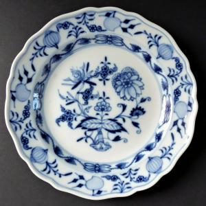 Míšeňský menší talířek, cibulový vzor (1).JPG