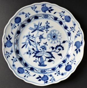Míšeňský talířek, cibulový vzor (1).JPG