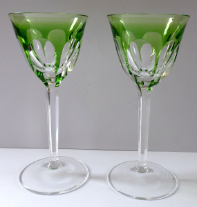 Dvě zelené skleničky, na nožce - Moser (1).JPG