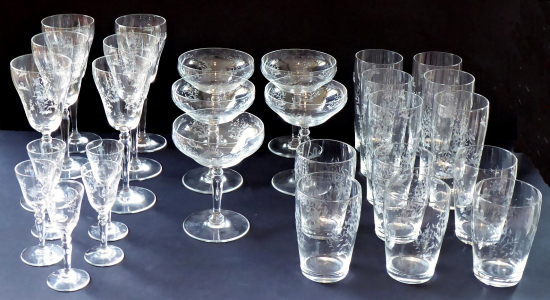 Nápojové skleničky s art dekovým ornamentem - 28 ks (1).JPG