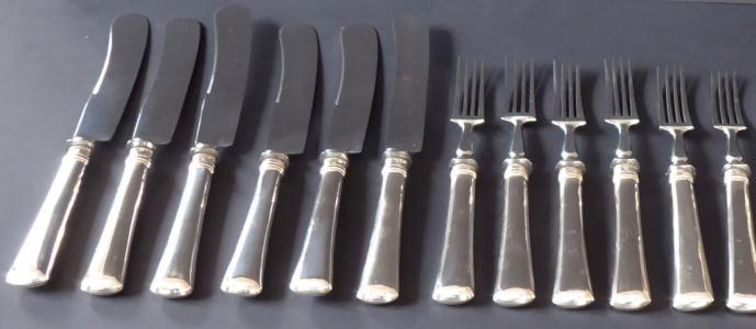 Šest nožů a šest vidliček, stříbrné rukojeti - Praha 1870 - 1890 (1).JPG