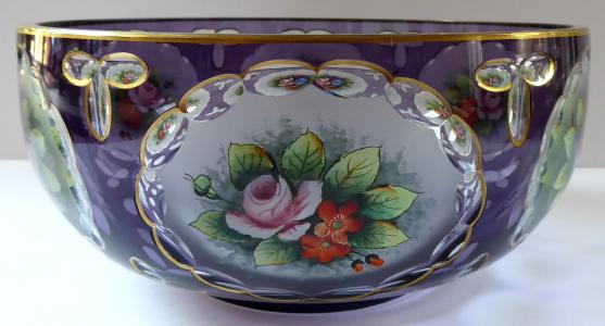 Mísa z fialového skla a malovanými květinami (1).JPG