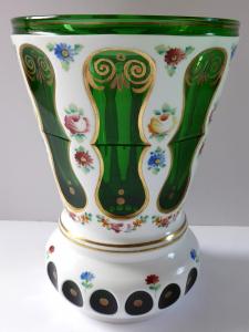 Pohár s kytičkami, zelené a mléčné sklo (1).JPG