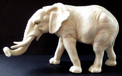 Větší porcelánový slon - Karl Ens, Volkstedt (1).JPG
