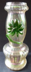 Secesní váza se zeleným květem - Wilhelm Kralik, Lenora (1).JPG