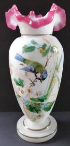 Váza z alabastrového skla, s malovanou sýkorkou (1).JPG
