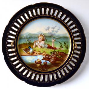 Malovaný kobaltový talíř - Chlapec s kachničkami (1).JPG