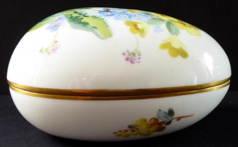 Porcelánové vajíčko, žluté a modré květy - Míšeň (1).JPG