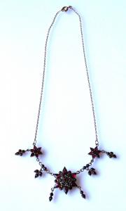 Zlacený stříbrný náhrdelník, s českými granáty a almandiny (1).JPG