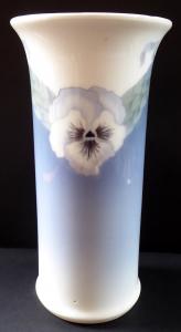 Váza s maceškami a vavřínovým věncem - Kodaň (1).JPG