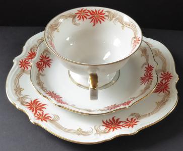 Šálek s talířkem, dva červené květy - Hutschenreuther, Paul Müller (1).JPG