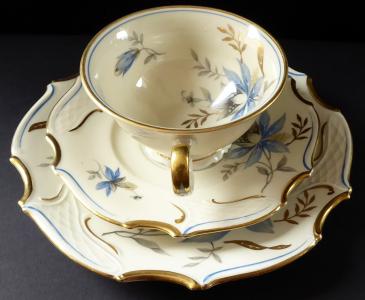 Šálek a dezertní talířek, rokokový styl - Bareuther (1).JPG