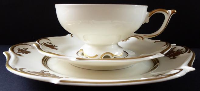 Šálek, podšálek, talířek, zlacené růže - Beyer & Bock, Volkstedt (1).JPG