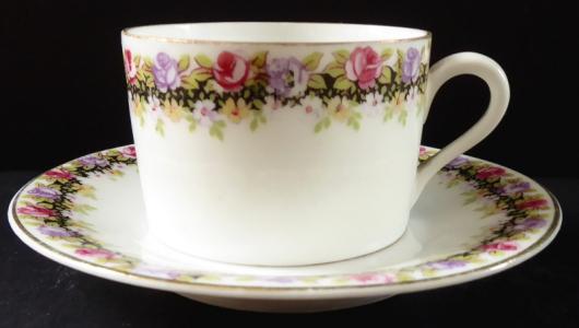 Moka šálek s květinovým věnečkem - Herbena (1).JPG