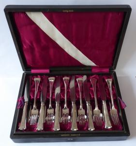 Stříbrné příbory pro dvanáct osob, v etui - styl art deco (1).JPG