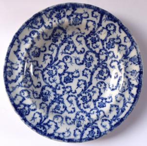 Bílý a modrý kameninový talíř, světlejší - České Budějovice (1).JPG