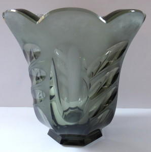 Art deko váza, kouřové sklo - Rudolf Hloušek (1).JPG