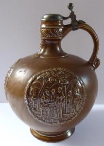 Džbánek, reliéfní medailony - neorenesanční (1).JPG