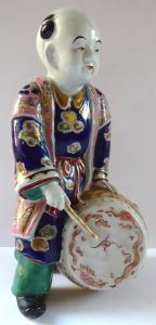 Porcelánová soška bubeníka - Japonsko (1).JPG