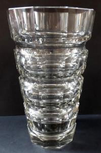 Menší váza s broušenými prstenci (1).JPG
