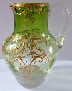 Malý džbánek, zelené a čiré sklo - zlacený ornament (1).JPG