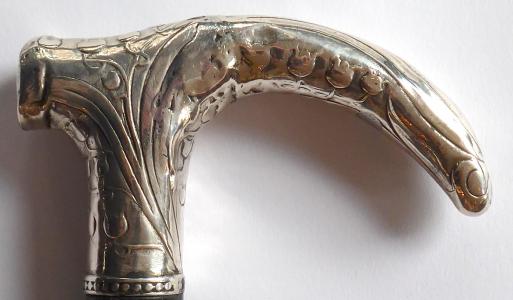 Secesní černá hůlka se stříbrnou rukojetí (1).JPG