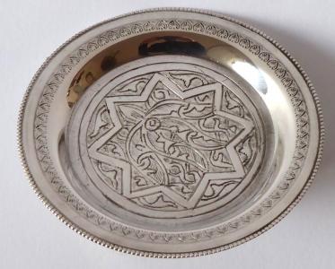 Stříbrná egyptská miska s ornamentem (1).JPG