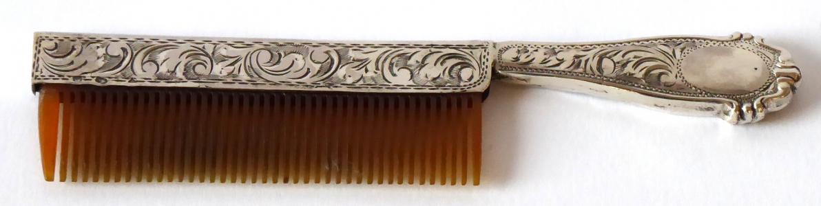 Hřeben se stříbrnou rukojetí a úchytem (1).JPG