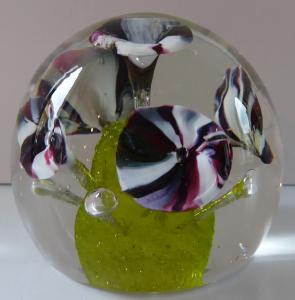 Těžítko, pět květů s uranovým středem (1).JPG