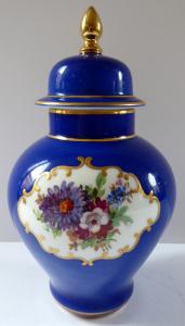 Modrá vázička s květinami a víčkem (1).JPG