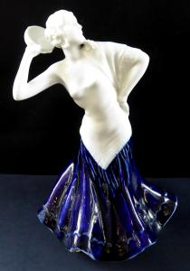 Tanečnice v modrých šatech, s bubínkem - Duchcov (1).JPG