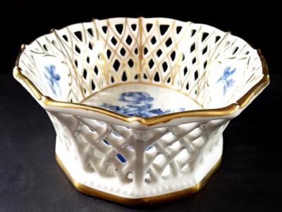 Košíček s kobaltovými růžemi - Schumann, Arzberg (1).JPG