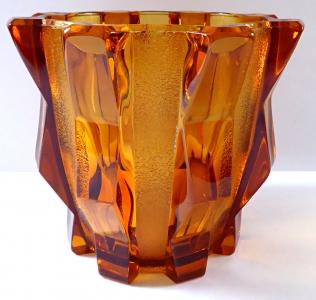 Ambrová váza v kubistickém stylu - Rudolf Schrötter, vzor Roma (1).JPG