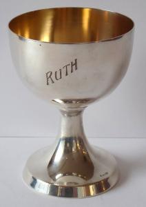 Stříbrný zlacený pohárek, Ruth - Julius Theodor Gunther, Berlín (1).JPG