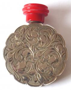 Kulatý malý stříbrný flakon (1).JPG